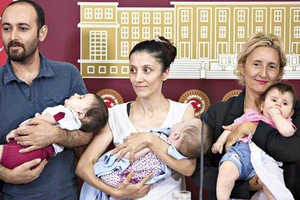 Meclis'te bebekli basın toplantısı