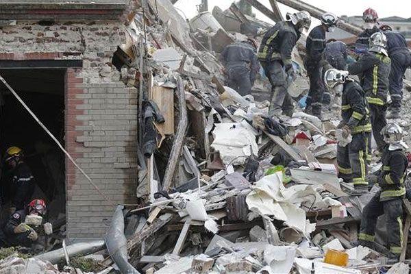 Bina çöktü, enkaz altında 9 çocuk kaldı