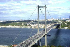 Maraton sırasında Boğaziçi Köprüsü sallandı