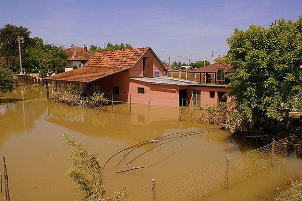 Bosna'da olağanüstü hal kaldırıldı