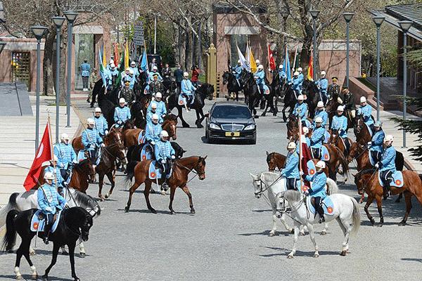 Köşk'teki karşılama töreninde, ilk kez atlı birlik kullanıldı