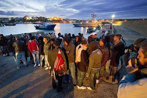 Çatışmalardan kaçanları taşıyan tekne battı, 200 ölü