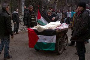 Cenazeleri seyyar satıcı arabasında taşıyorlar