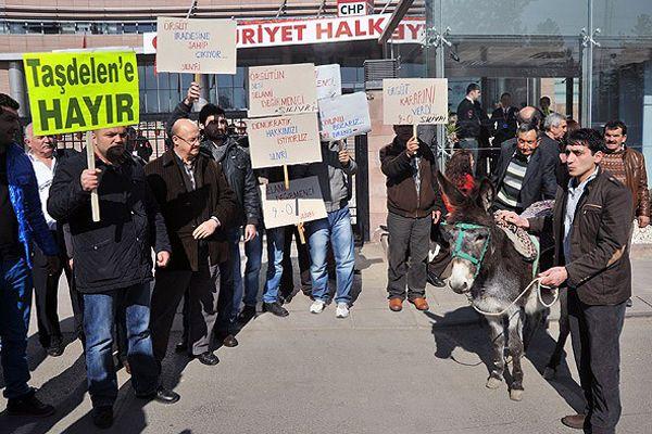 CHP'de eşekli protesto