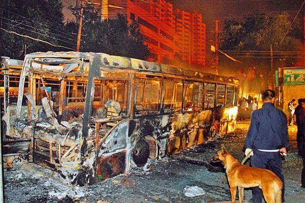 Çin'de otobüs kundaklandı, 1 ölü, 77 yaralı