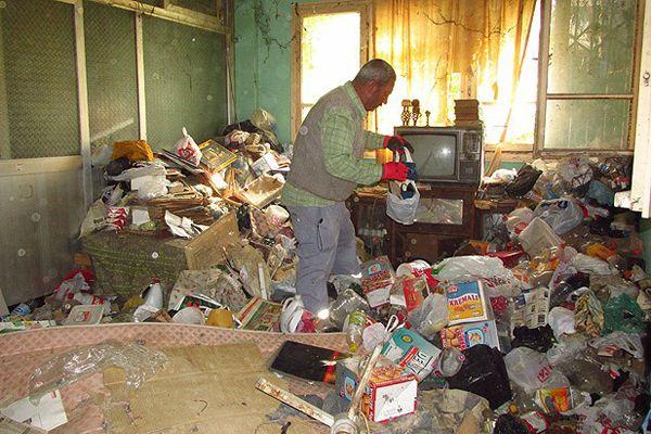 Evinden 5 kamyon çöp, banka hesabından 121 bin lira çıktı