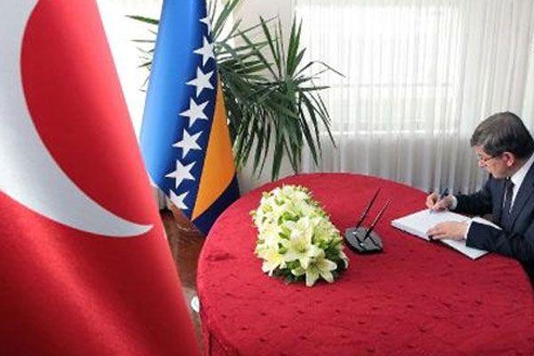 Davutoğlu'ndan Bosna ve Sırbistan'a taziye ziyareti