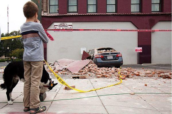 ABD, depremle sarsıldı! Olağanüstü hal ilan edildi