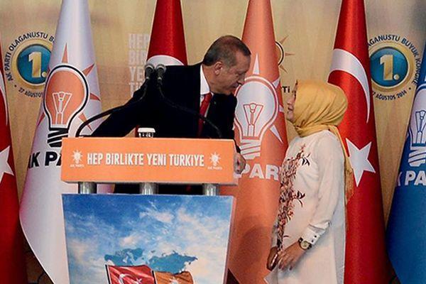 Başbakan Erdoğan'a sahnede büyük sürpriz!