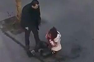 Eşini sokak ortasında 36 yerinden bıçakladı