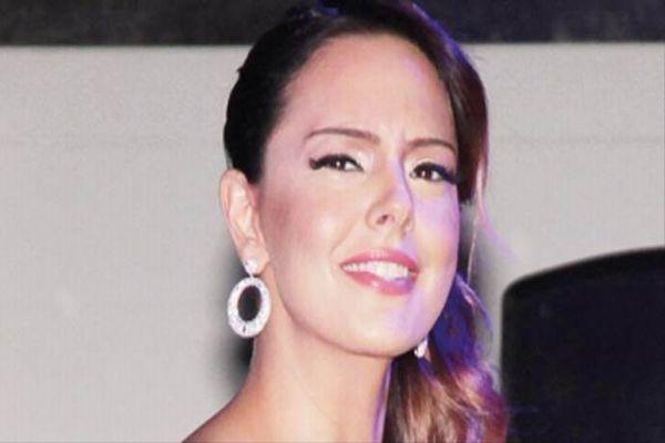 Ünlü şarkıcı Ebru Gündeş'in yüzüne ne oldu?