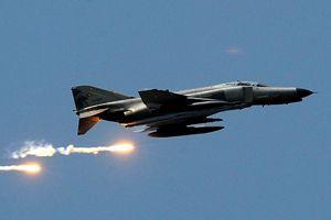 Türk savaş uçaklarına Ege'de taciz