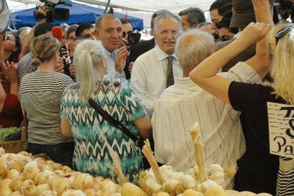 Ekmeleddin İhsanoğlu pazara çıktı