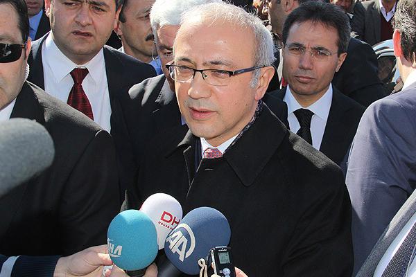 Elvan, 'Twitter mutlaka Türkiye'de ofis açmalı'