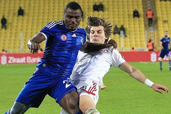 Emenike 2017'ye kadar Fenerbahçeli