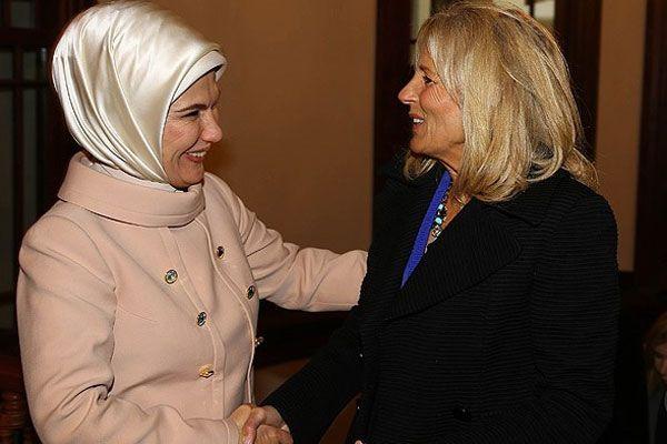 Emine Erdoğan, Jill Biden ile sohbet etti