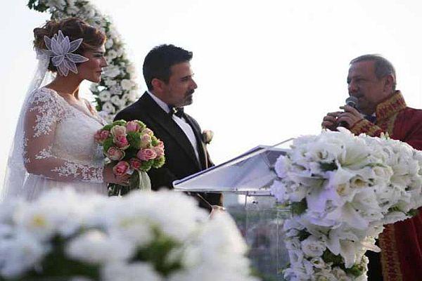 Emrah ve Sibel Kirer çifti nikah masasına oturdu