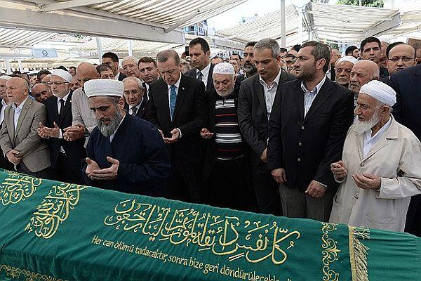 Erdoğan madencilerin gıyabi cenaze namazına katıldı