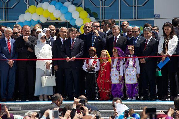 Erdoğan, gençlere seslendi, 'Aydınlık yarınlarımızın teminatı sizlersiniz'