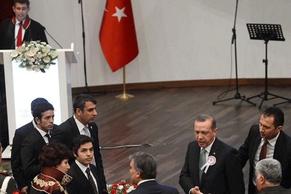 Danıştay töreninde gerginlik, 'Başbakan Erdoğan salonu terketti'
