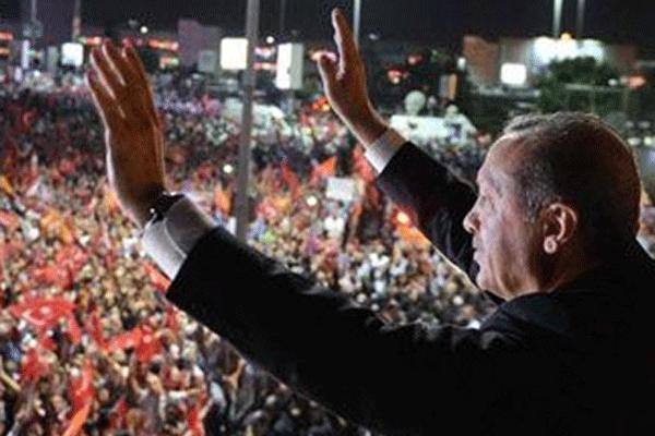 Başbakan Erdoğan'ın balkon konuşması - izle