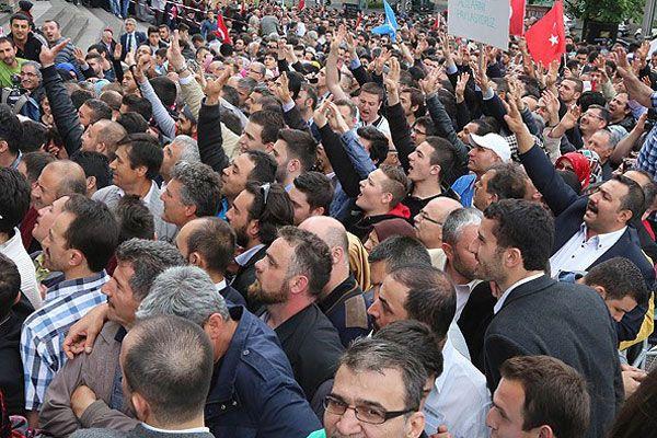 Başbakan Erdoğan güllerle karşılandı