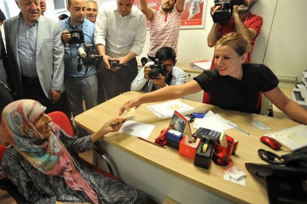 103 yaşındaki Elif nine 'Kefen param Erdoğan'a dedi, bağış yaptı