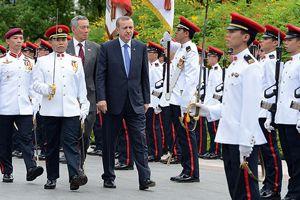 Erdoğan, Singapur'da askeri törenle karşılandı