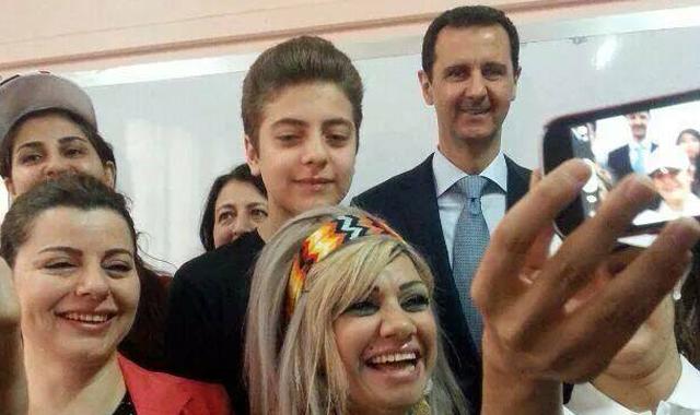 Artık Esad'ın da selfie'si var!