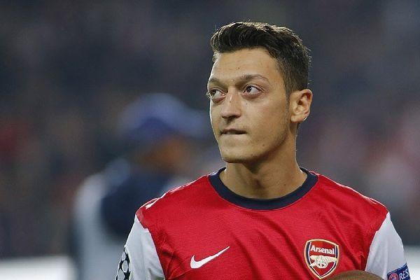 Mesut Özil'de düşüş sürüyor