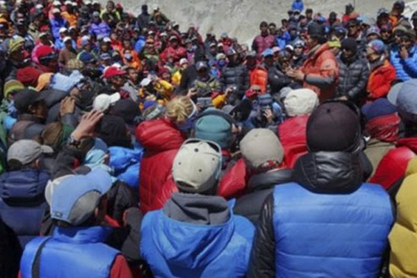 Rehberlerden Everest'te boykot