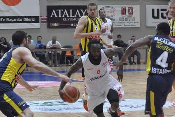 Fenerbahçe Ülker Uşak Sportif'i 87-68 yendi