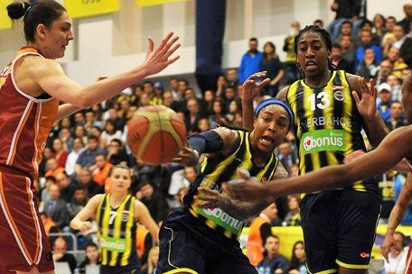 Fenerbahçe Galatasaray'ı 81-61 yenerek seride öne geçti