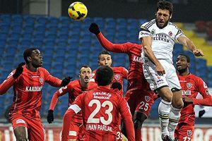 Lider Fenerbahçe yara aldı