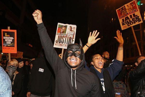 Ferguson'da siyahi genci öldüren polis istifa etti
