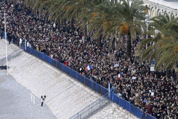 Fransa'da yüz binler sokaklarda