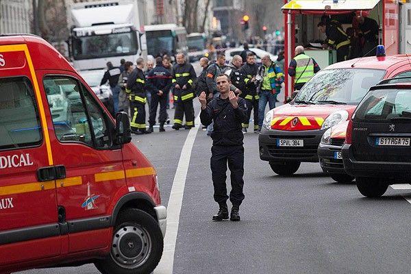 Fransa'daki saldırıda yaralan polis hayatını kaybetti