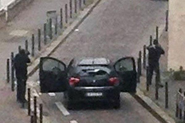 Charlie Hebdo saldırganları kardeş çıktı