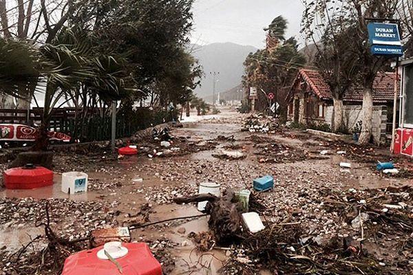 Antalya fırtınanın izlerini silmeye çalışıyor