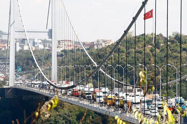 Köprüdeki yangın söndürüldü, trafik normale döndü