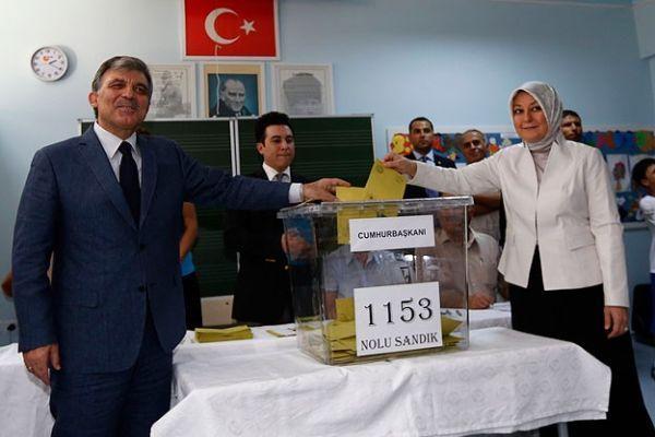 Gül, 'Türkiye yarından itibaren gerçek gündemine dönmeli'
