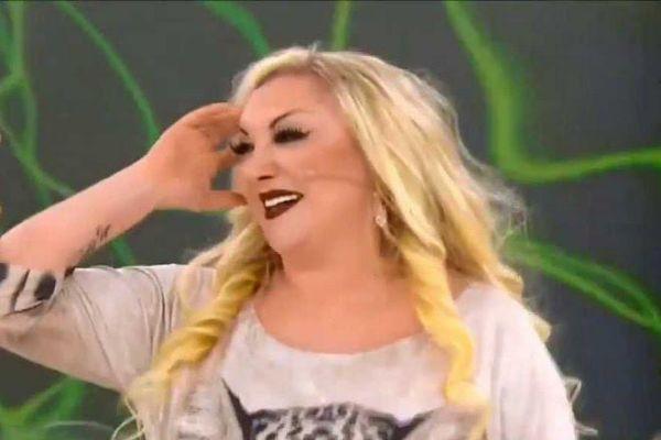 Ünlü şarkıcıdan canlı yayında inanılmaz açıklama!