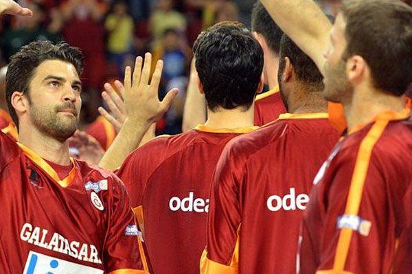 Galatasaray kampa giriyor