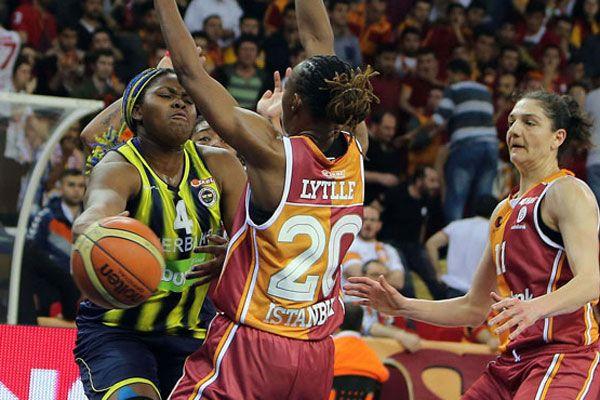 Galatasaray Odeabank, Fenerbahçe'yi yenerek seride öne geçti
