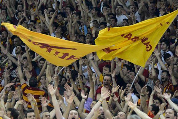 Galatasaray Liv Hospital Fenerbahçe Ülker maçında taraftardan büyük destek