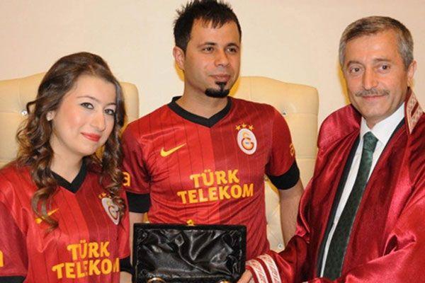 Galatasaray'lı fanatik çiftin ilginç nikah töreni
