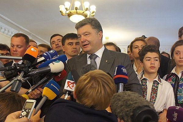 Ukrayna'da Petr Poroşenko zaferini ilan etti