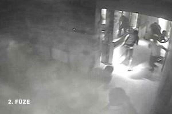 İsrail, Gazze'deki bir haber ajansını işte böyle vurdu - iZLE