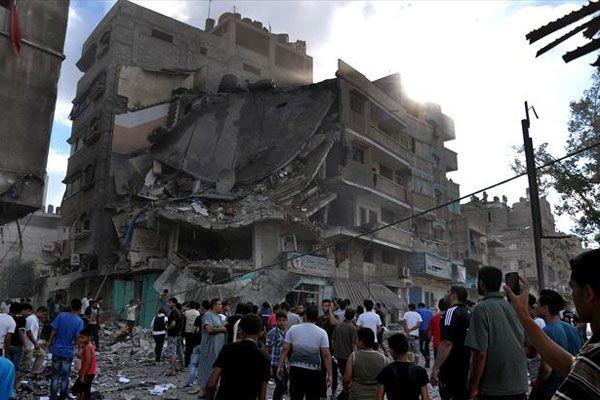 Gazze'de binanın vurulma anı görüntülendi