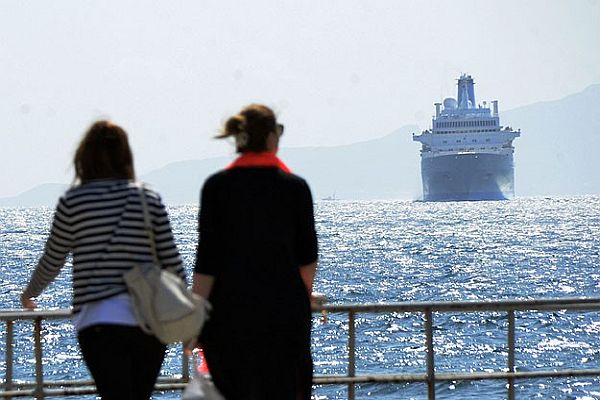 Thomson Spirit isimli yolcu gemisi bin 305 yolcusuyla Alanya'da